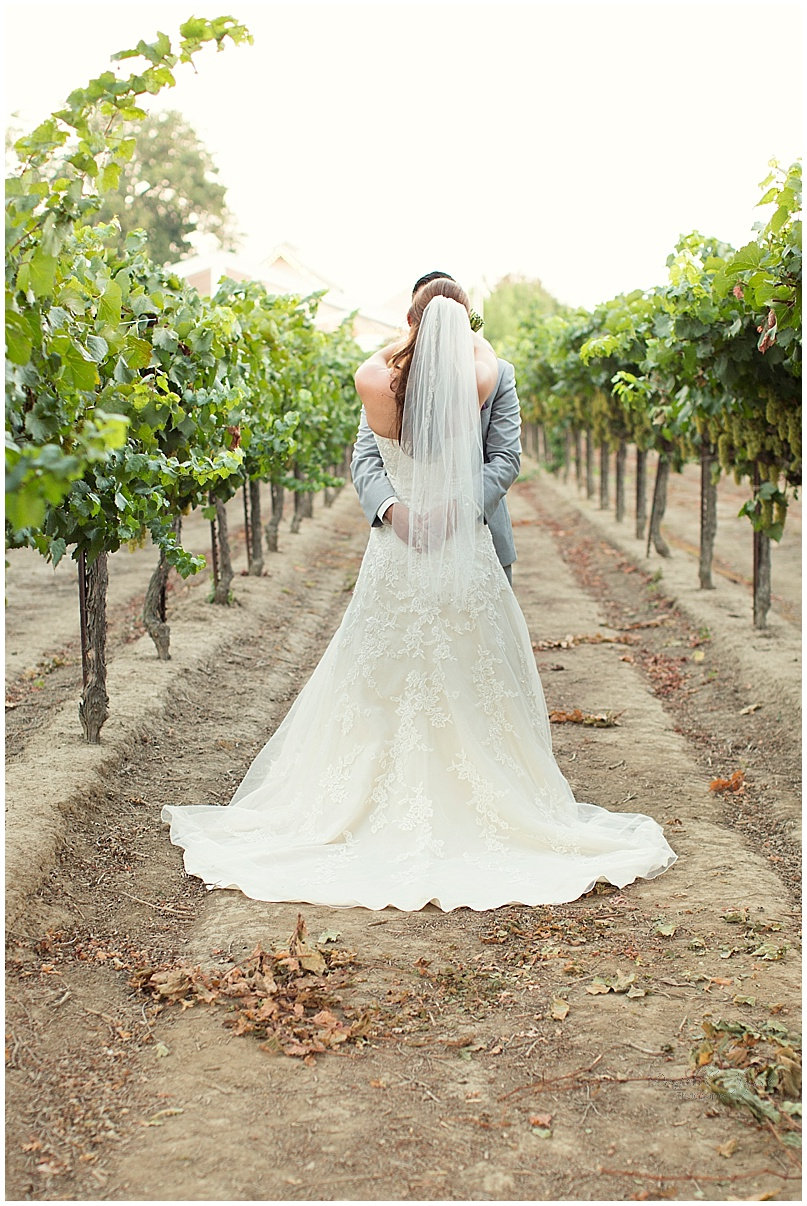 150816_blog_sacramento_wedding_photographer_danielle_alysse_photography_scribner_bend_vineyard_montgomery_032.jpg
