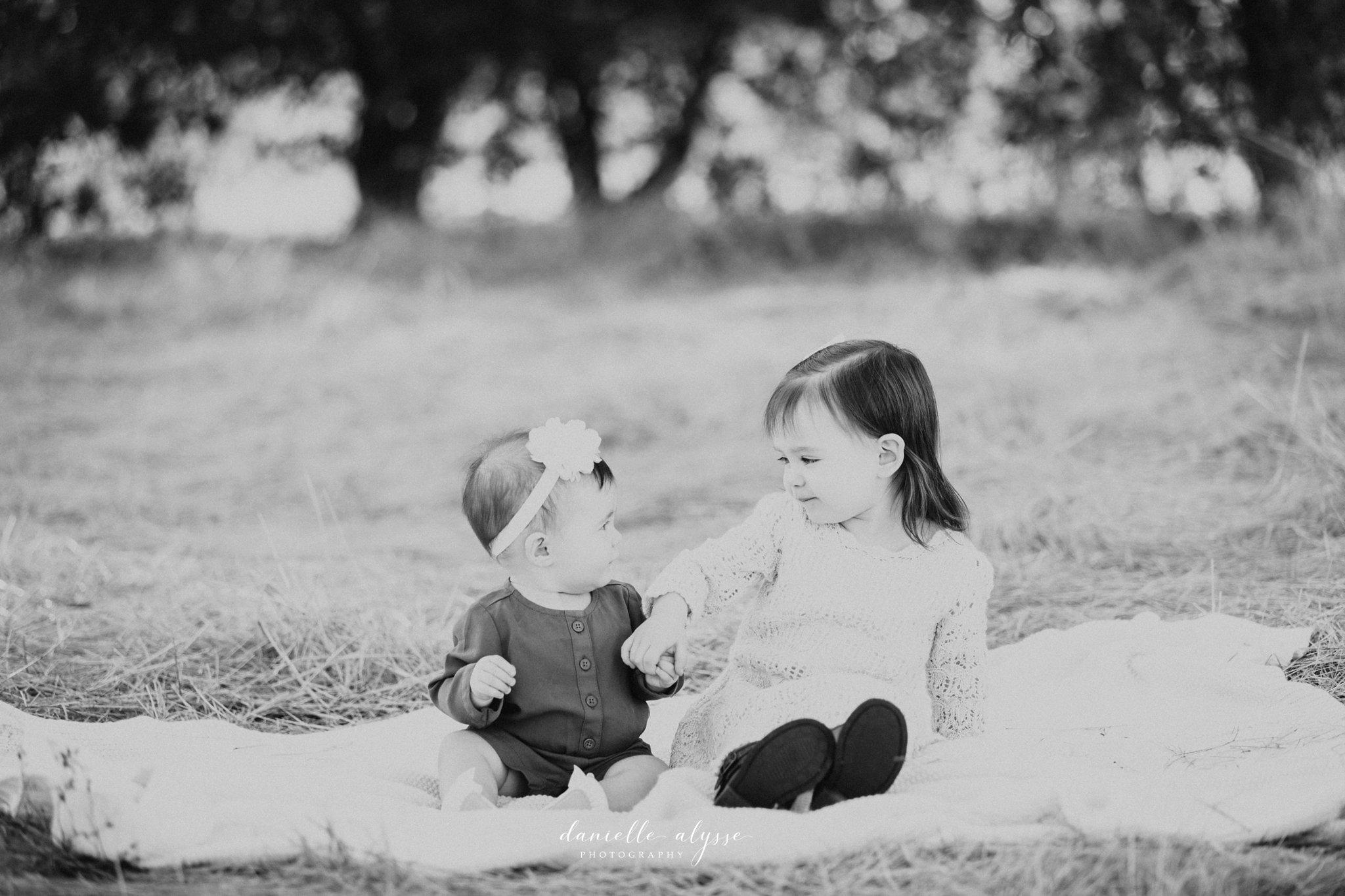 181021_fall_family_portrait_elk_grove_hill_park_monica_danielle_alysse_photography_6_WEB.jpg