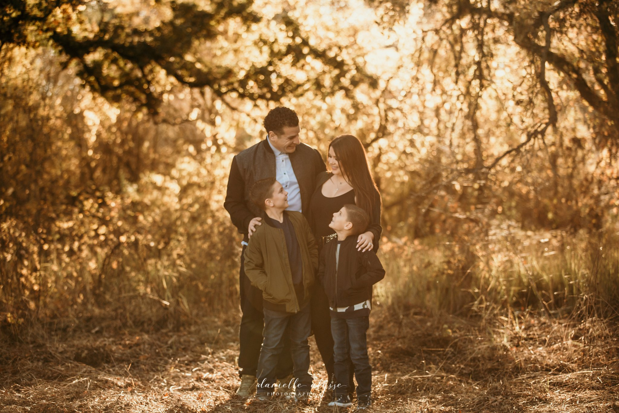 181125_fall_family_portrait_cosumnes_river_preserve_brittney_danielle_alysse_photography_3_WEB.jpg