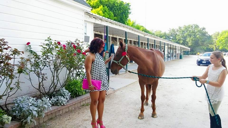 I love the horses too