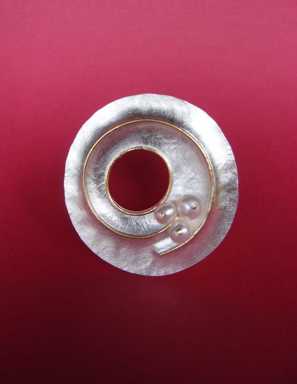 Silver and 18ct. brooch with pearls