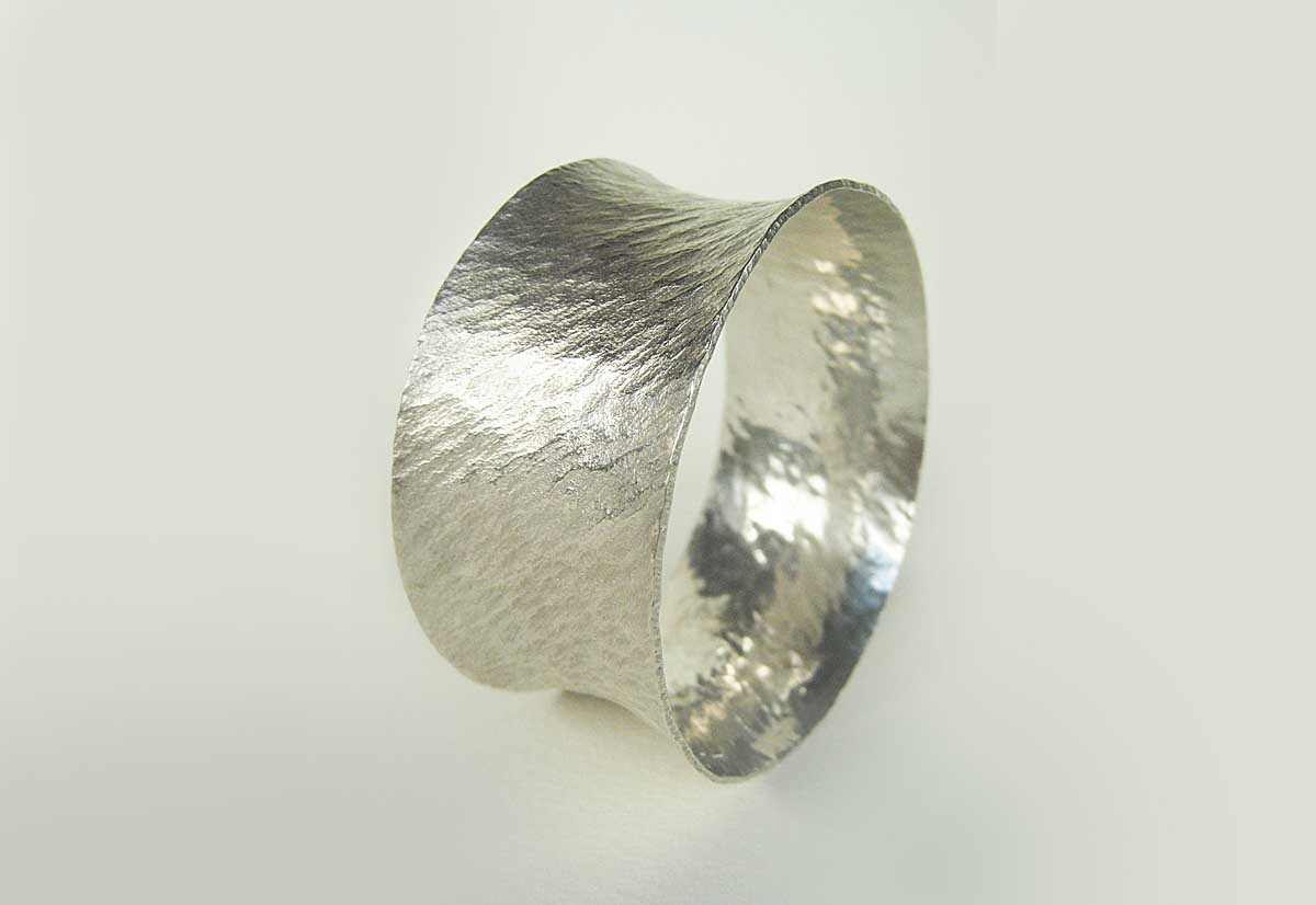 Silver bangle. 4.5cm wide
