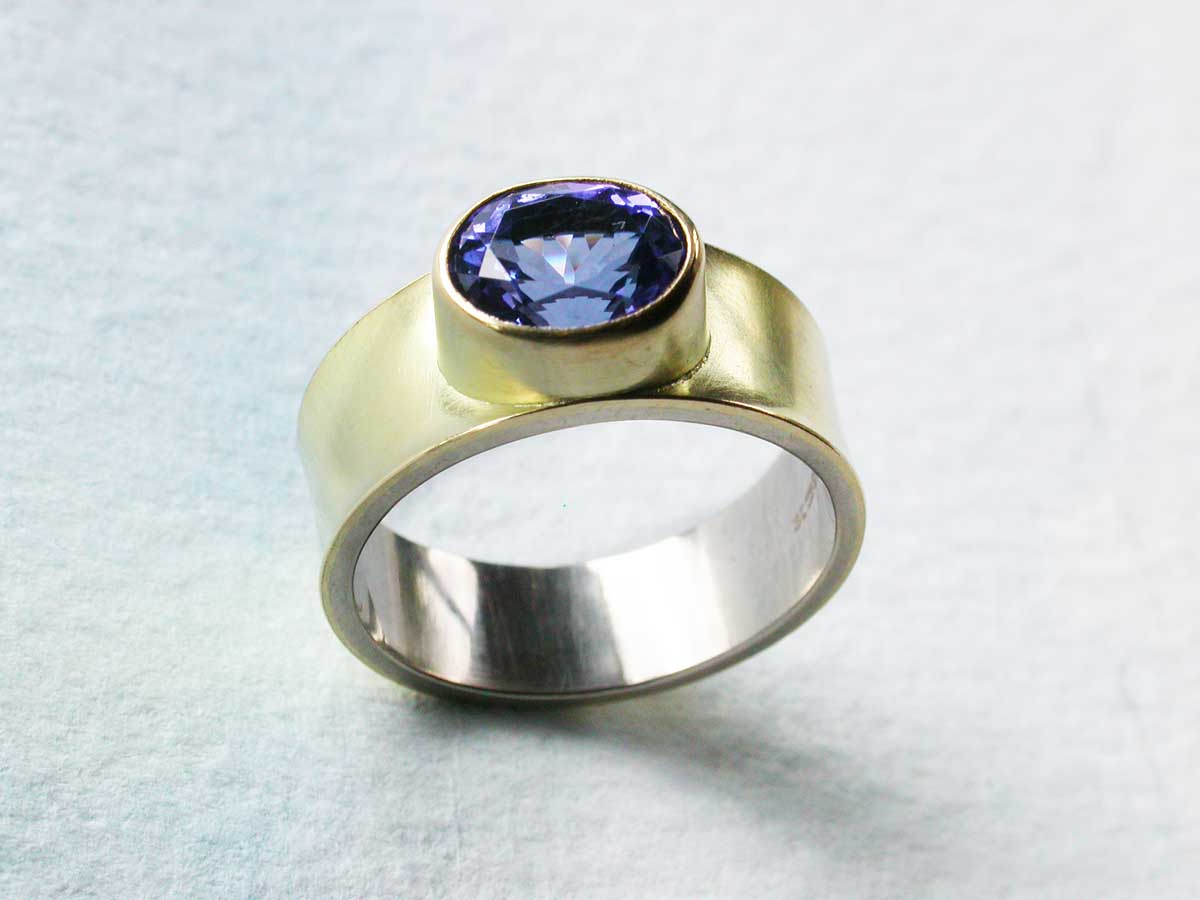 Yellow gold ring with sparkling tanzanite