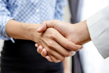 09-perfect-Handshake-Reveals-About-Your-Personality_156424034-EM-Karuna-380x254.jpg