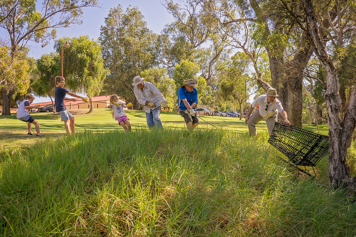 Volunteers retrieved a total of ten shopping trollies from the Murray River © Josh Cowling