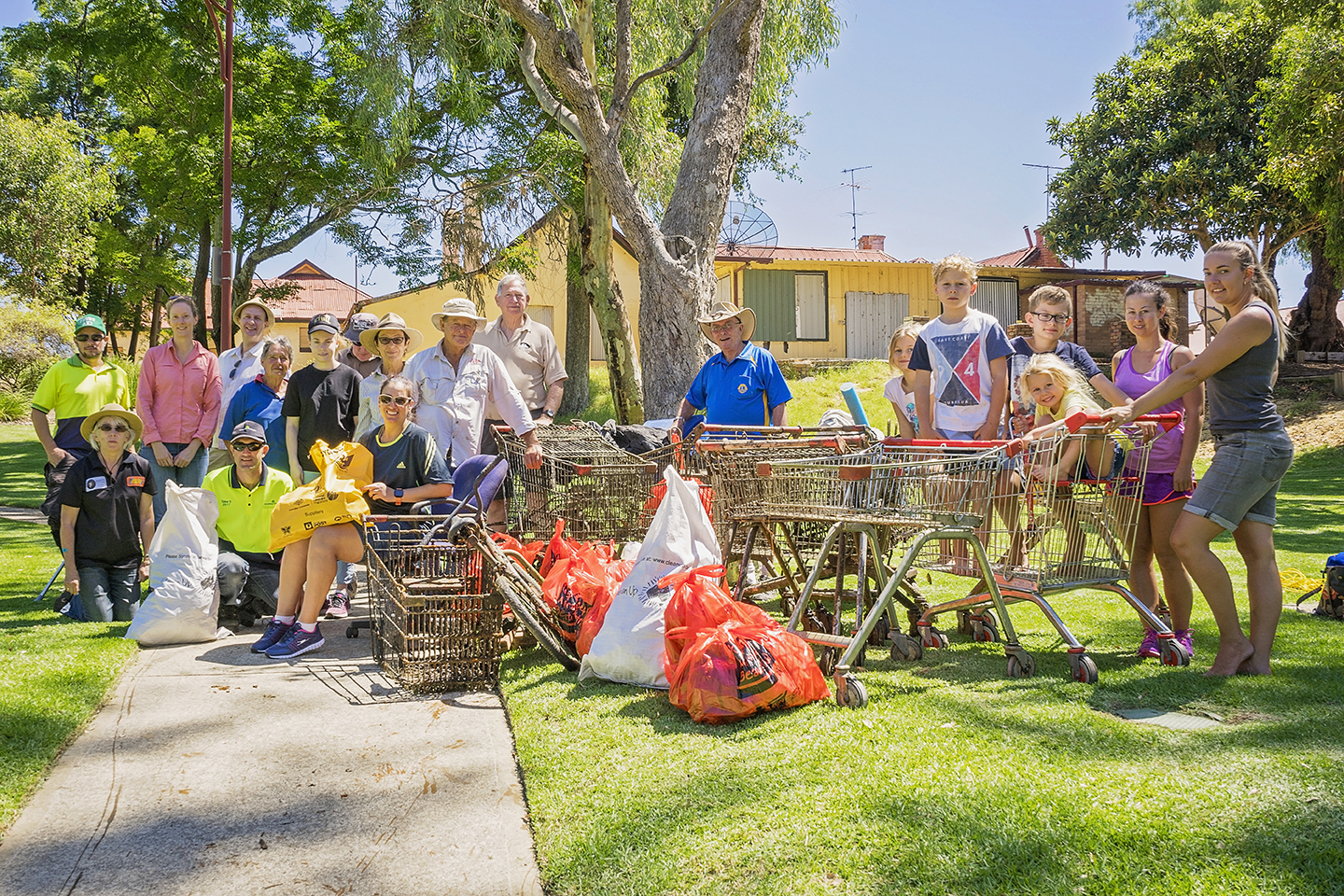 Exceptional volunteer efforts made for a successful 2018 Clean Up Australia Day event © Josh Cowling