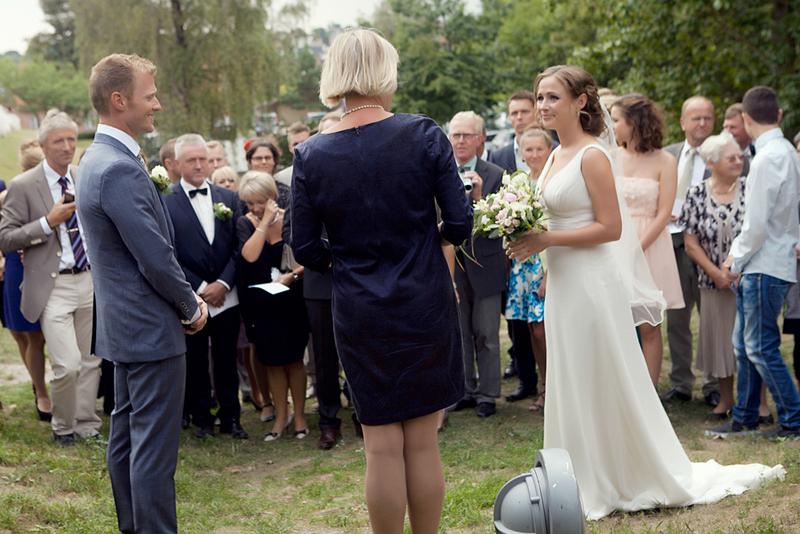 Anne og Henriks bryllupsceremoni ved Karrebæk Mølle. Photo: Mary Badalian