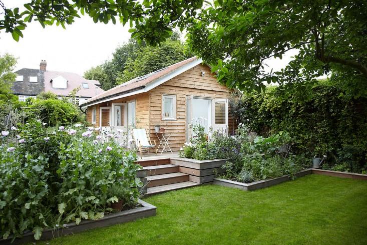 summerhouse gardenista 1.jpg