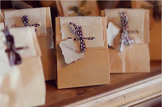 Rustic-Burlap-and-Paper-Wedding-Favor-Bag-Ideas.jpg