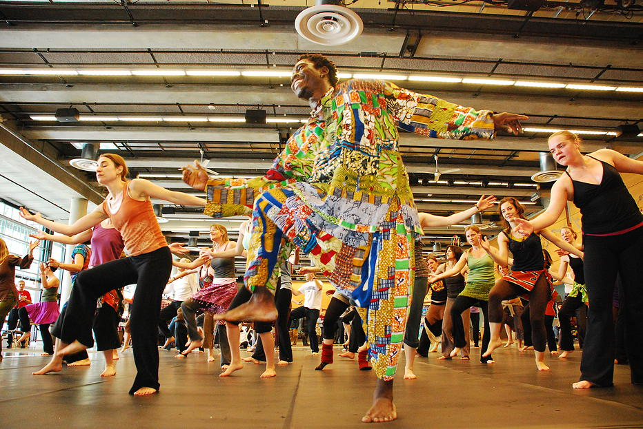 THE WORLD DANCE PROJECT    Dance from Guinea, West Africa with Manimou Camara  October 2015