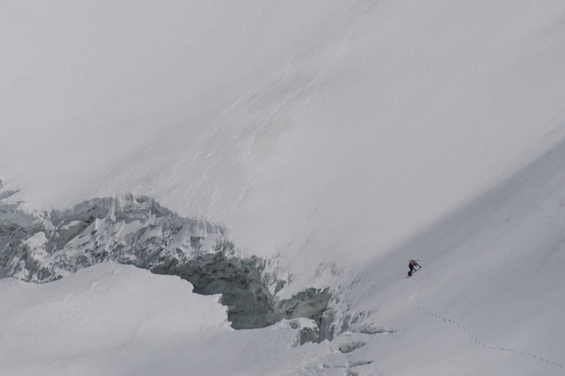 Ueli Steck climbing above the bergschrund on Sagarmāthā's South Face - 23 April 2017