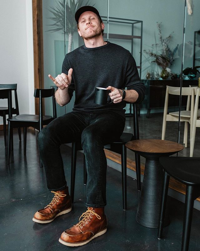 Where's your go-to coffee cafe? 📸: @merrittogren  #chicago #men #style #blog #fashion #mensfashion #menswear #mensstyle #ootd #wtwt #gq #swedishstyle #levis #liveinlevis #redwingboots #patagonia #coffee #coffeenclothes #coffeeashop #makeportraits #liveauthentic #livefolk #vsco #vscocam