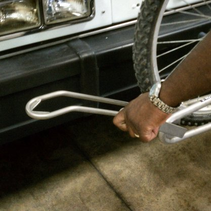1. To release your bike, pull the support arm away from the wheel.