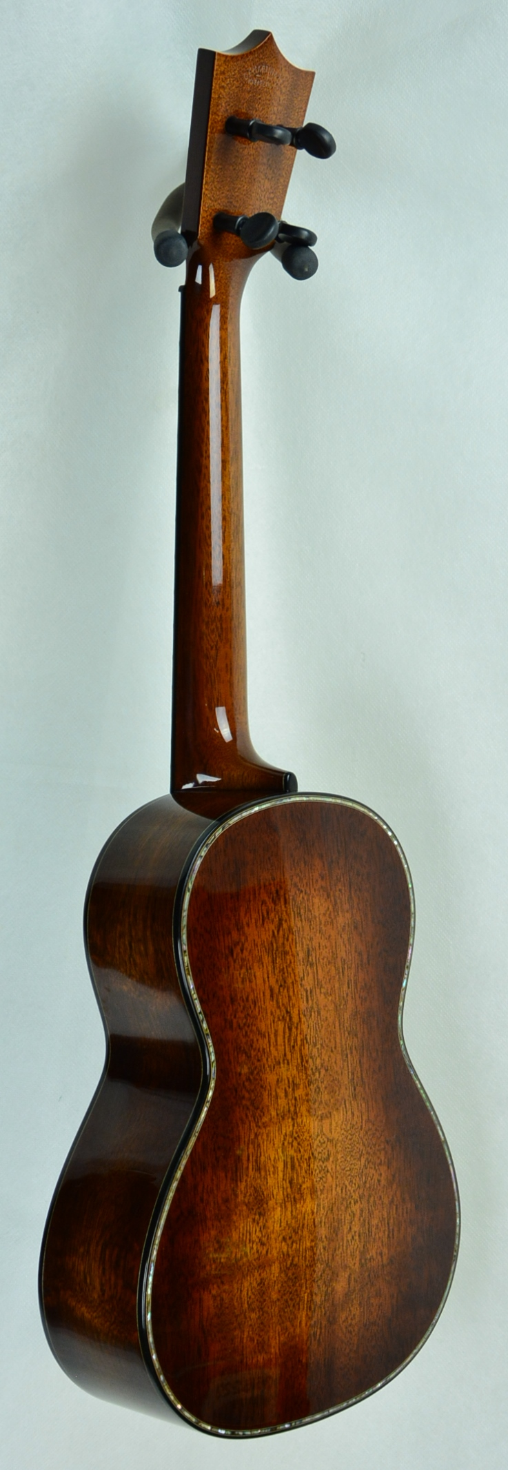 Q-2334624 S-1796468 Tenor Uke Quilt Mahogany Amber Pearl (2).JPG