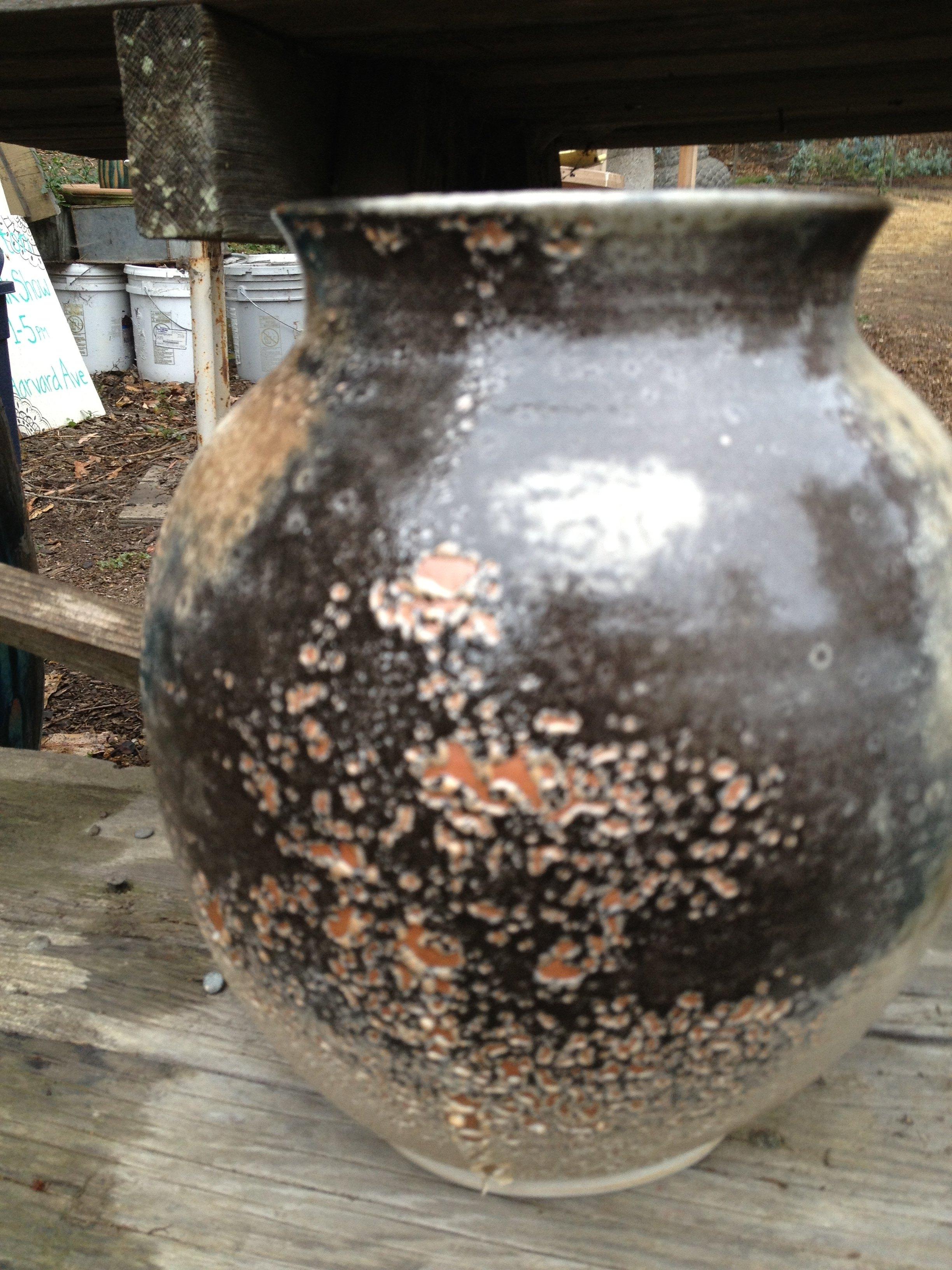 Carbon trap shino vase