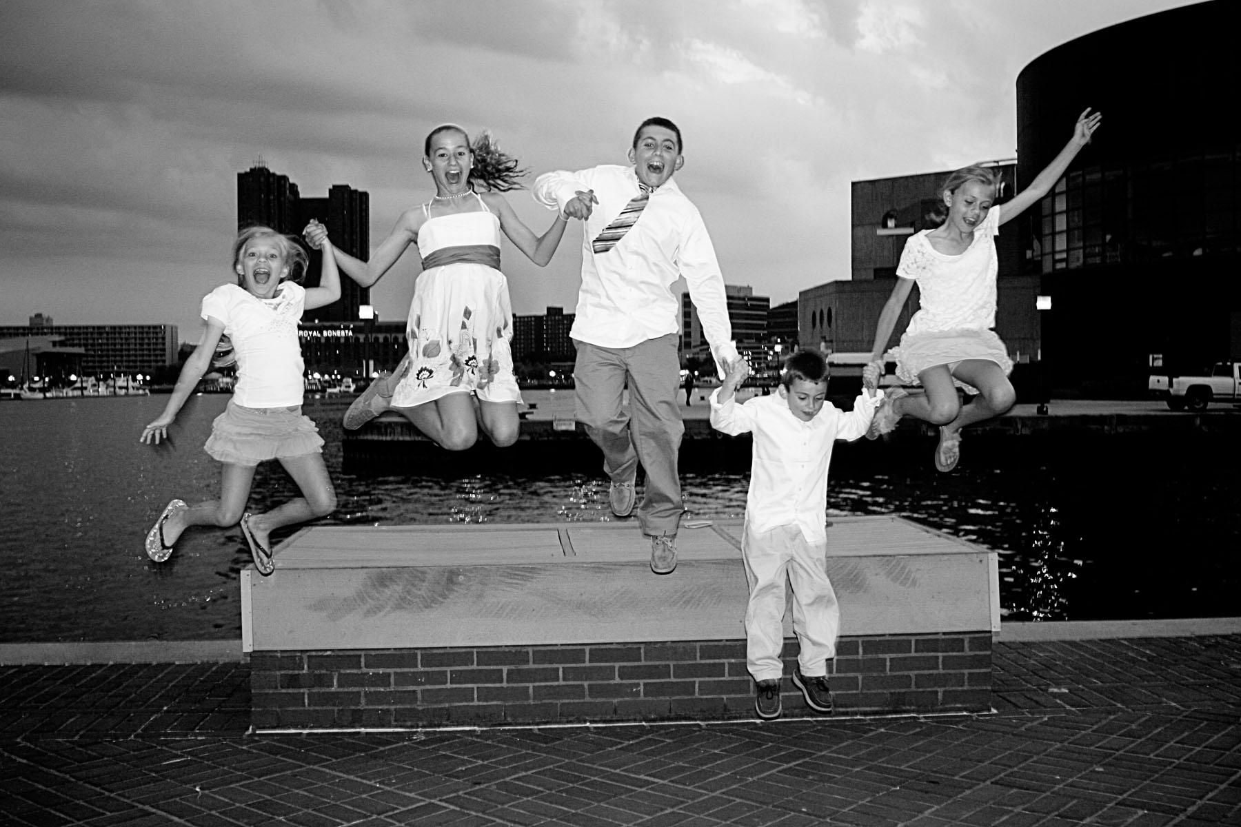 kidsjumping_2_bw.jpg