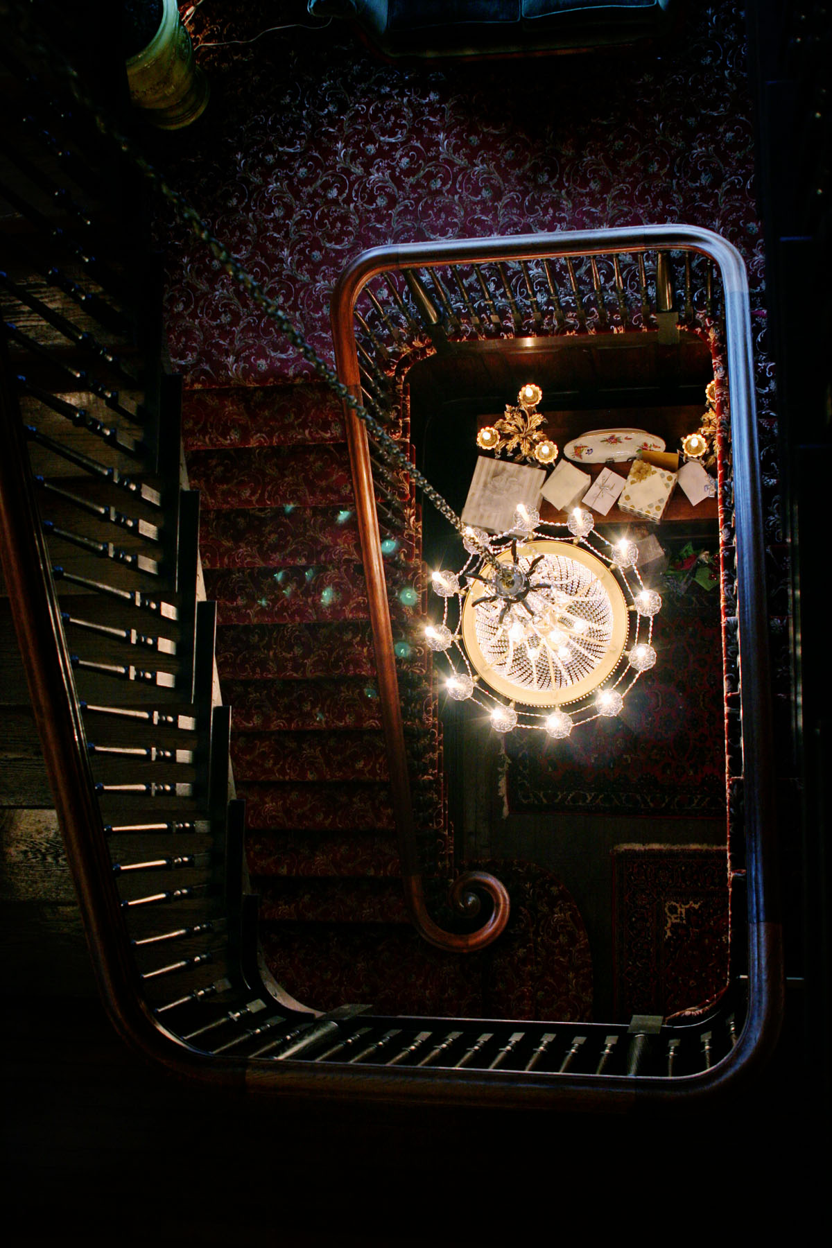 staircase_chandelier_1.jpg