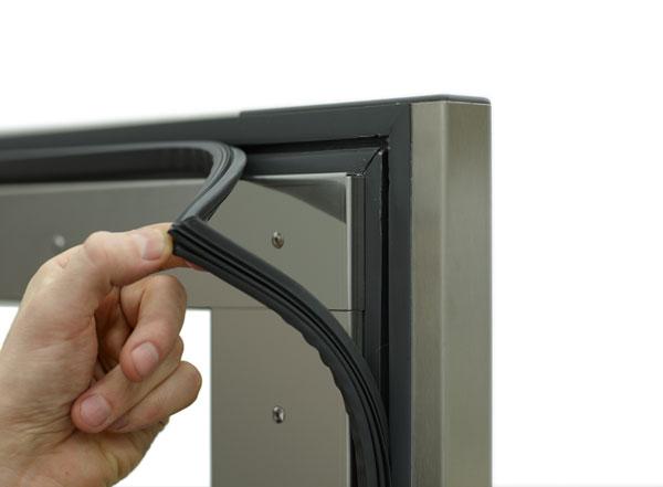 UTBYTBAR MAGNETLIST Magnetlisterna i dörren är lätta att rengöra och kan vid behov bytas ut med ett handgrepp.