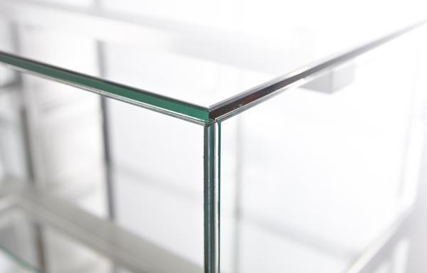 UV-limmad glasklocka