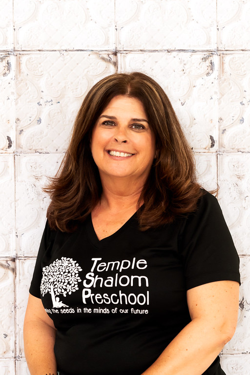 Leslie Metsch - Lions TeacherLeslie began working at TSP in 2004 as a Lions teacher. She holds a degree in Early Education, Education, and Reading Specialist from SUNY at Buffalo State University. She has also earned a Florida Teaching certificate. Leslie has lived in Naples since 2000 and has three daughters, two of whom have graduated from TSP.