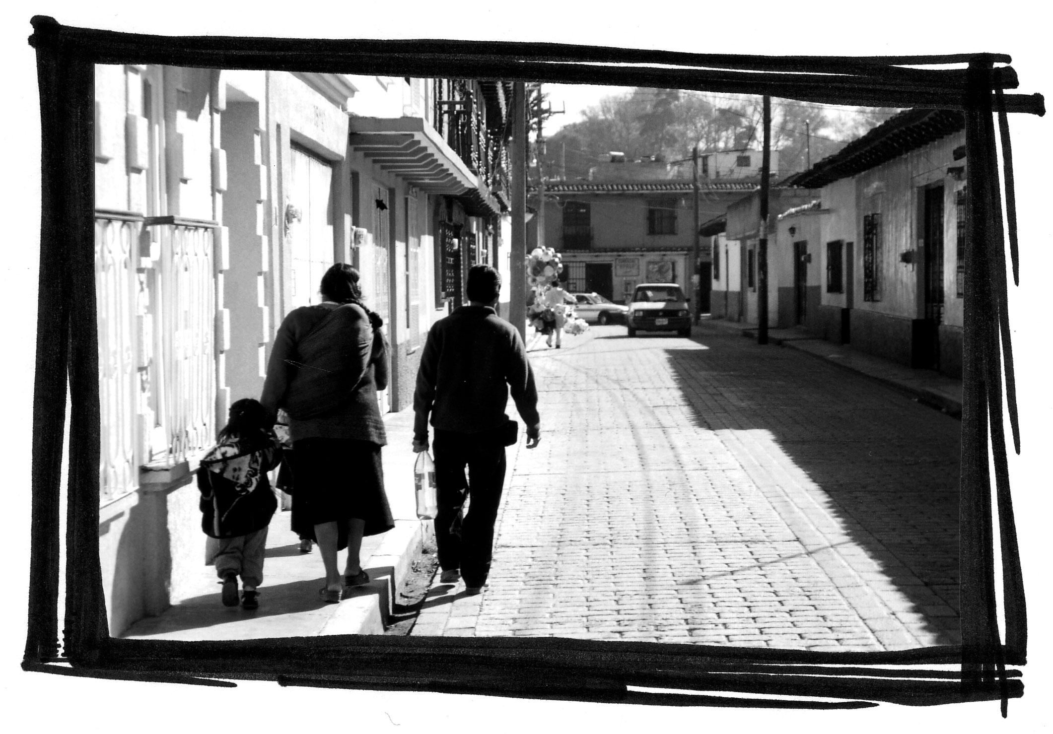 familia-caminando-WEB.jpg