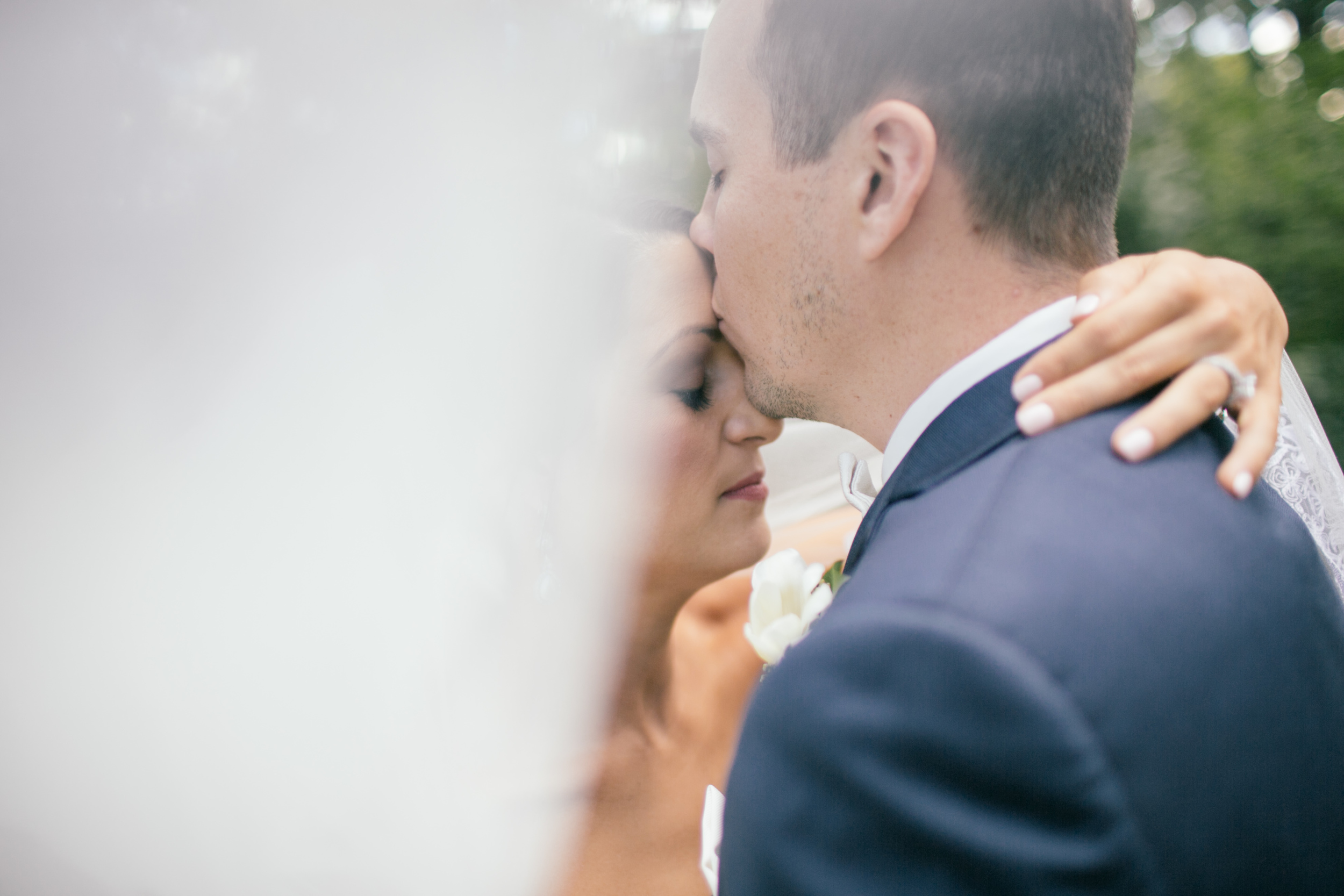 Ashley+Aaron_Acowsay_Cinema_Milwaukee_Wisconsin_Wedding_Kisses.jpg