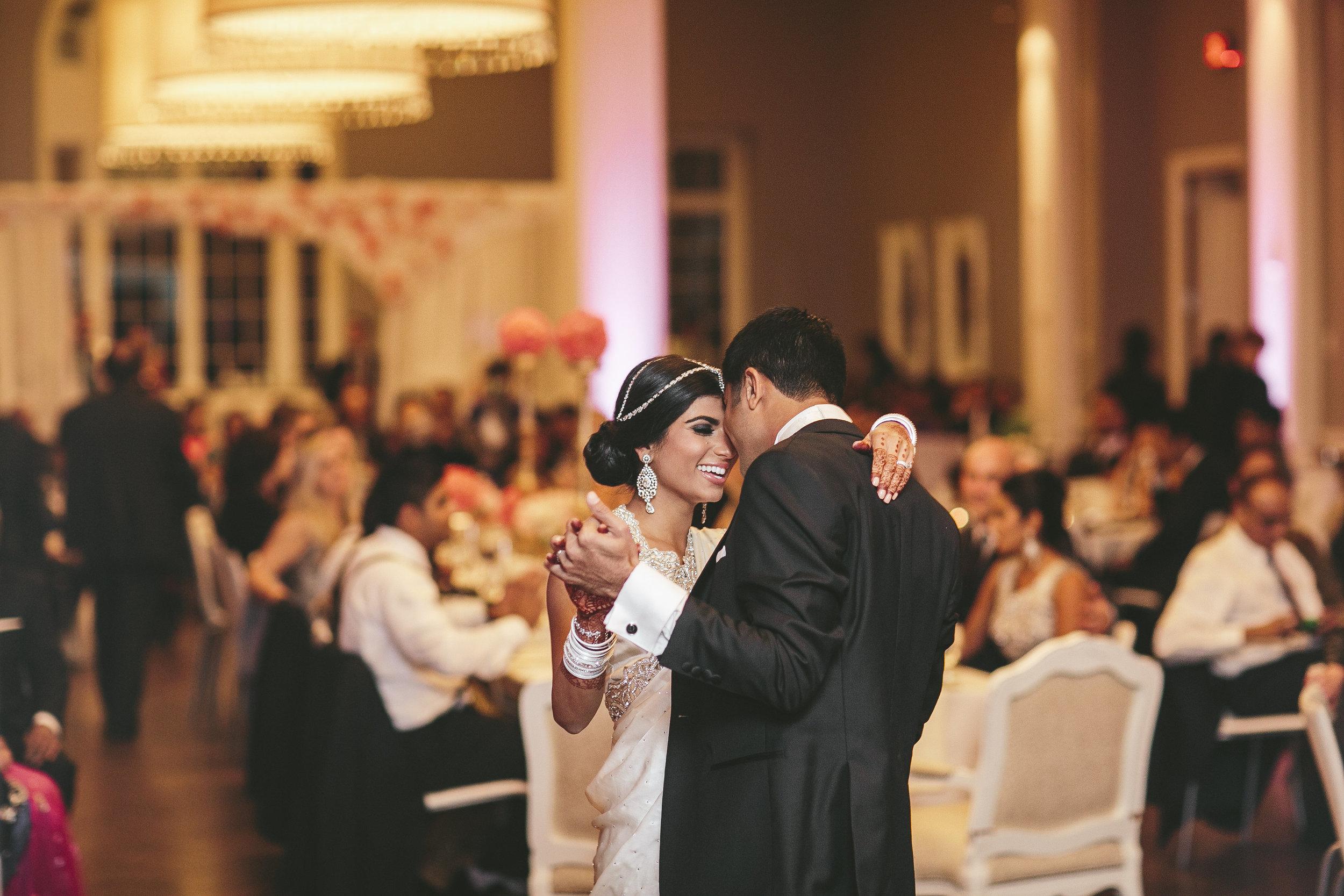 Acowsay_Minnesota_Wedding_Video_First_Dance.JPG