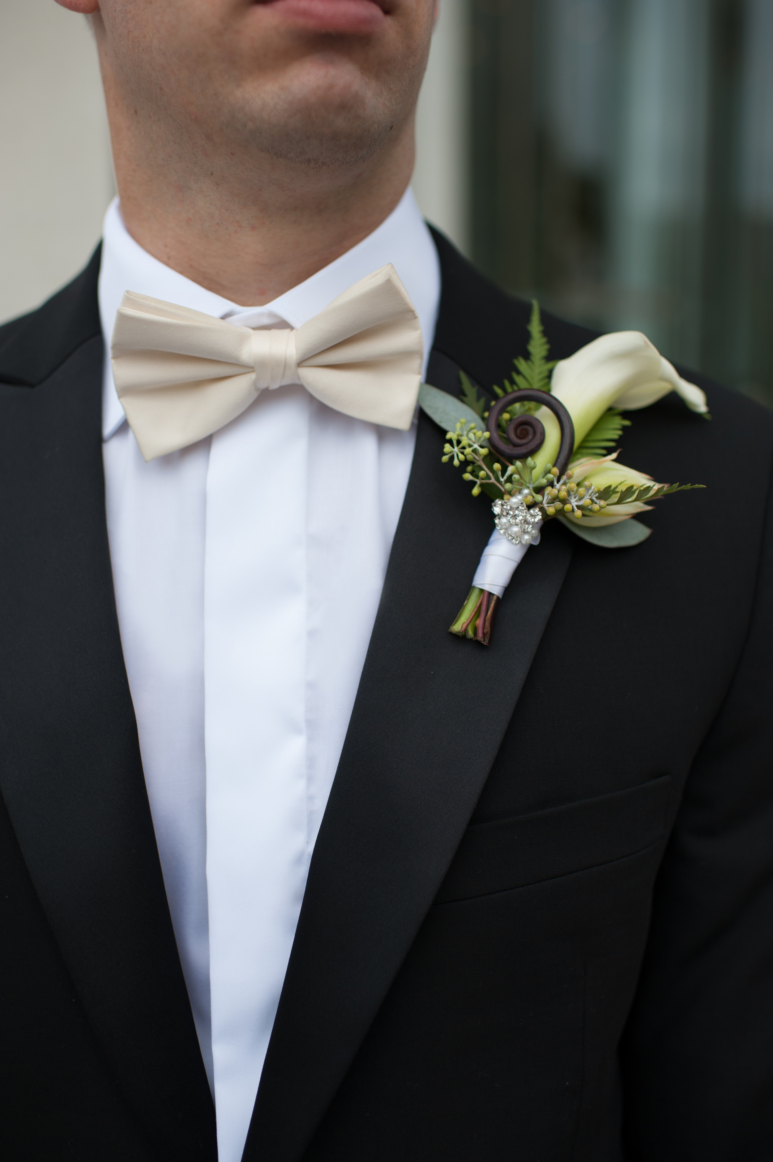 Acowsay_Cinema_MN_Wedding_Groom_Boutineer.jpg