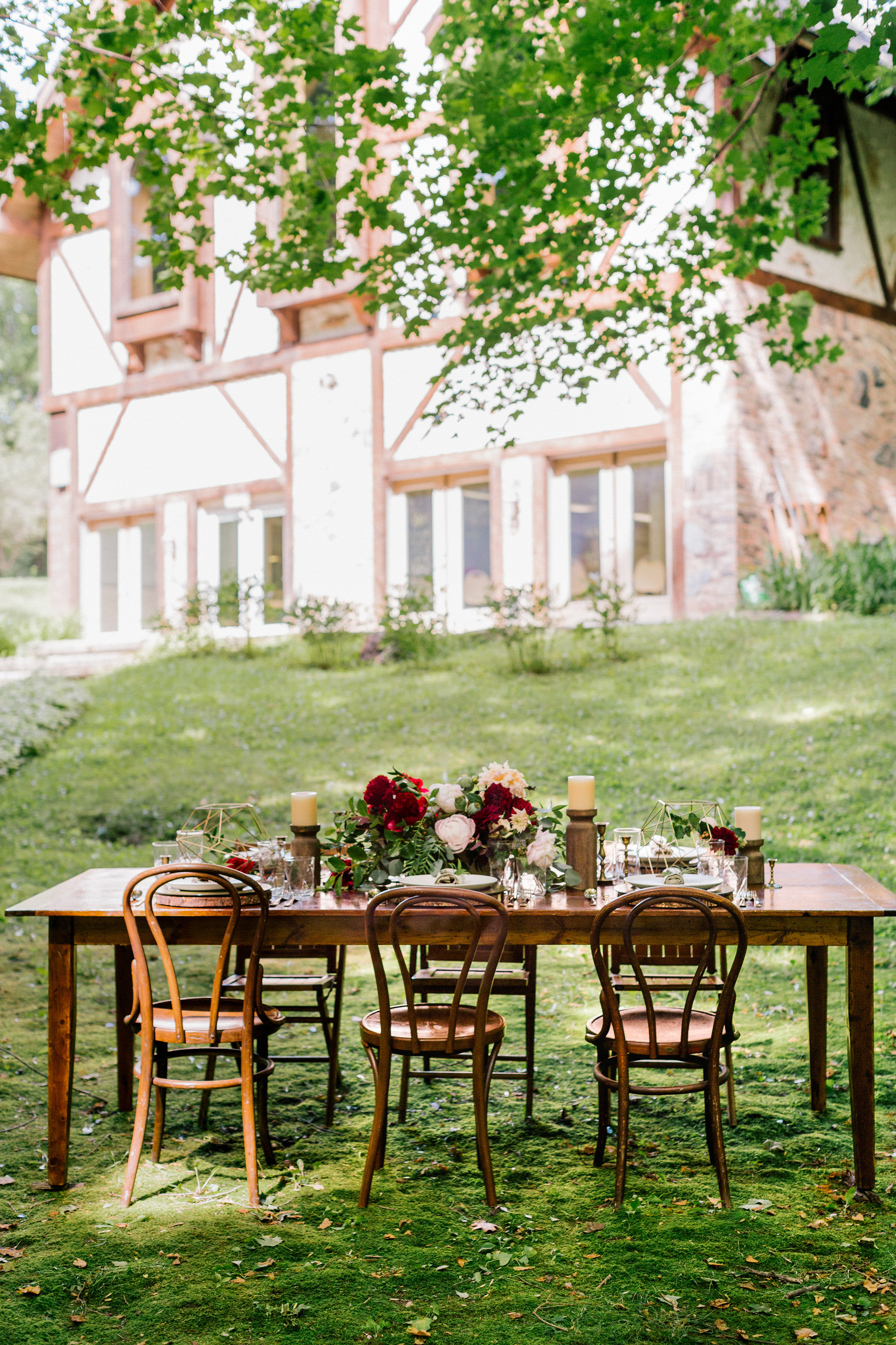 Allison_Hopperstad_Photography_Acowsay_Wedding_table_setting2.JPG