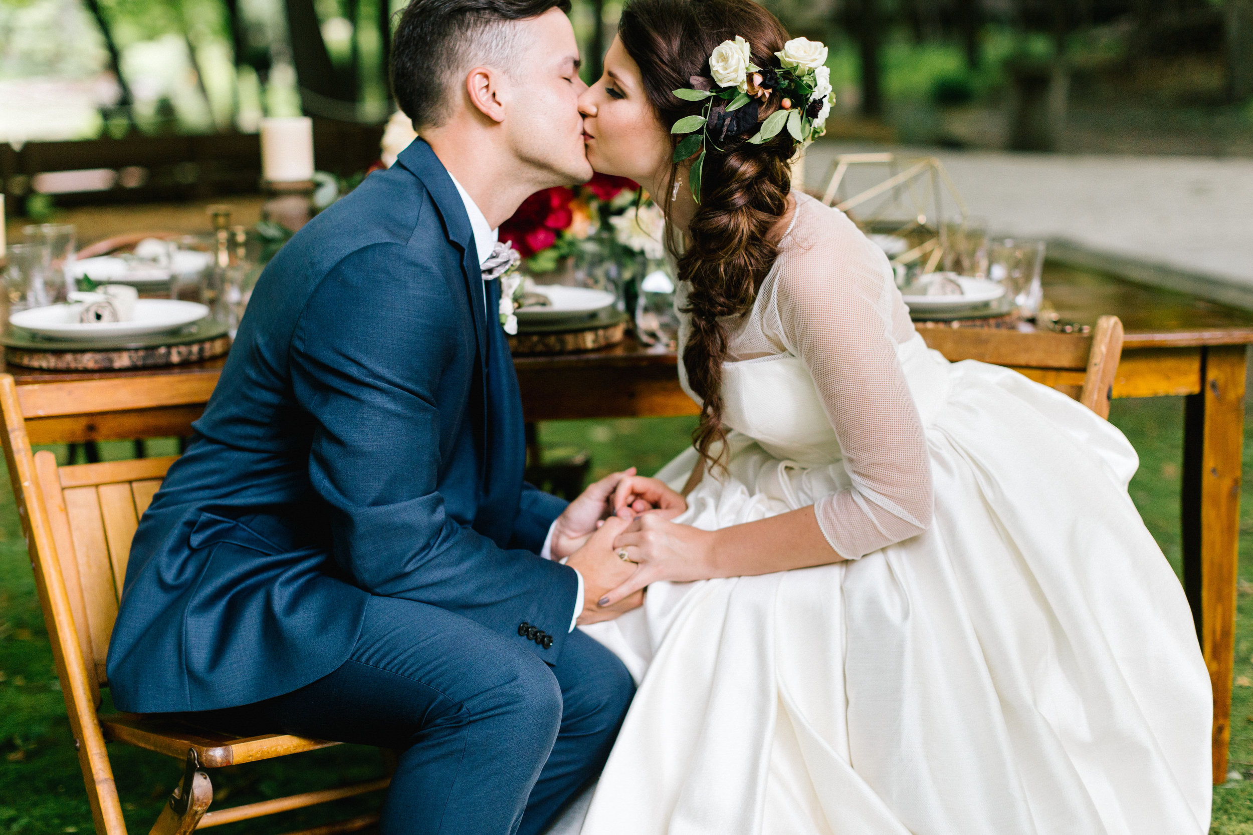 Allison_Hopperstad_Photography_Acowsay_Wedding_Kissing.JPG