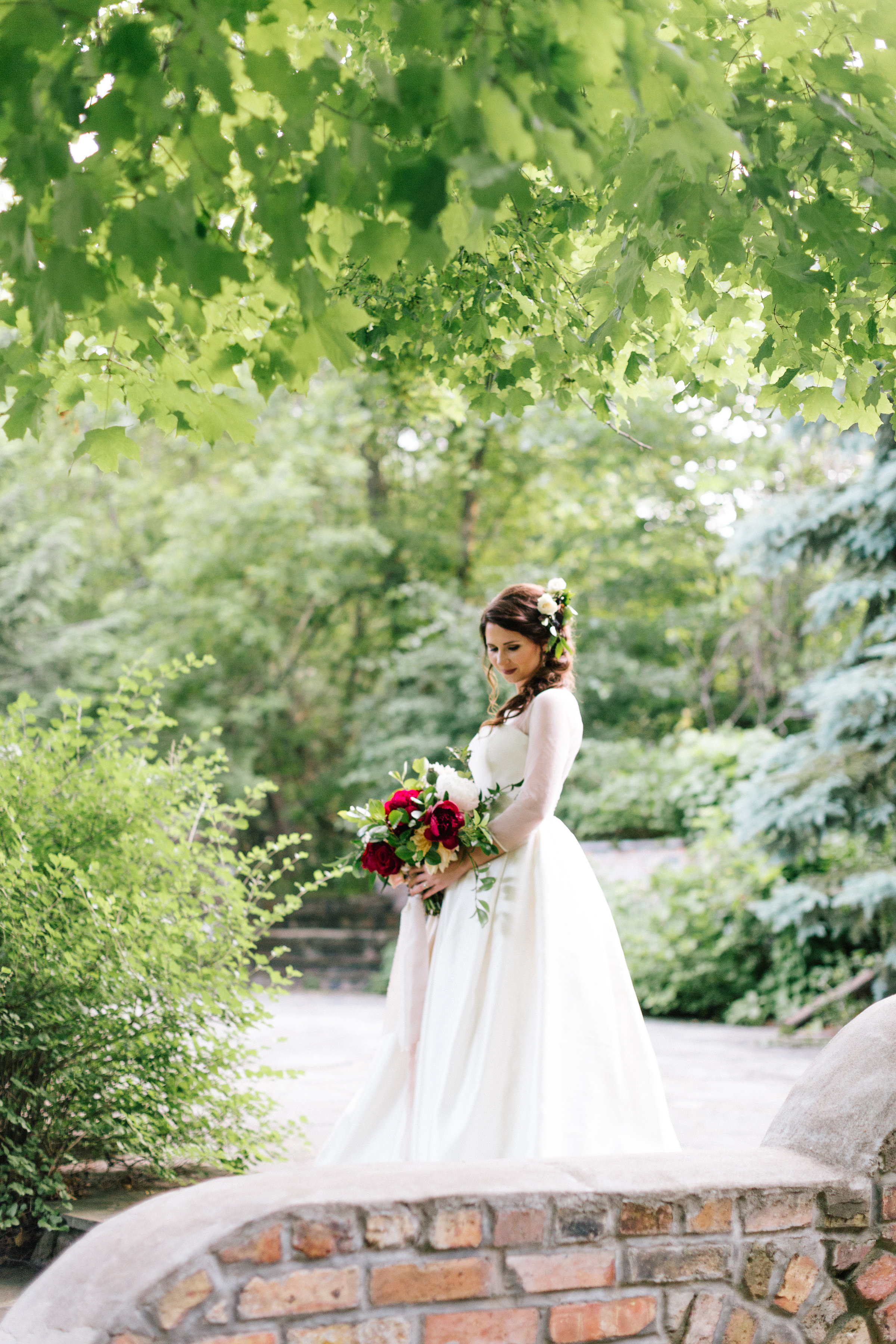 Allison_Hopperstad_Photography_Acowsay_Wedding_Bride_2.JPG