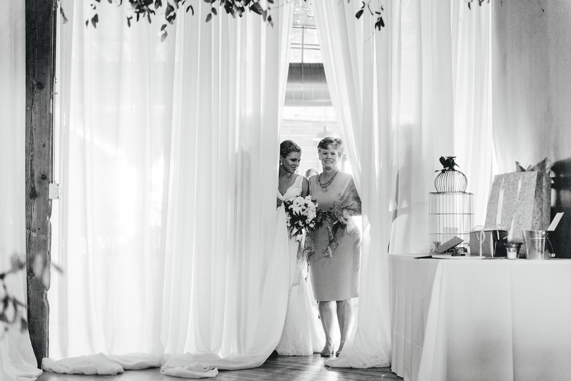 Roy_Son_Photo_Acowsay_Cinema_MN_Wedding_22.jpg
