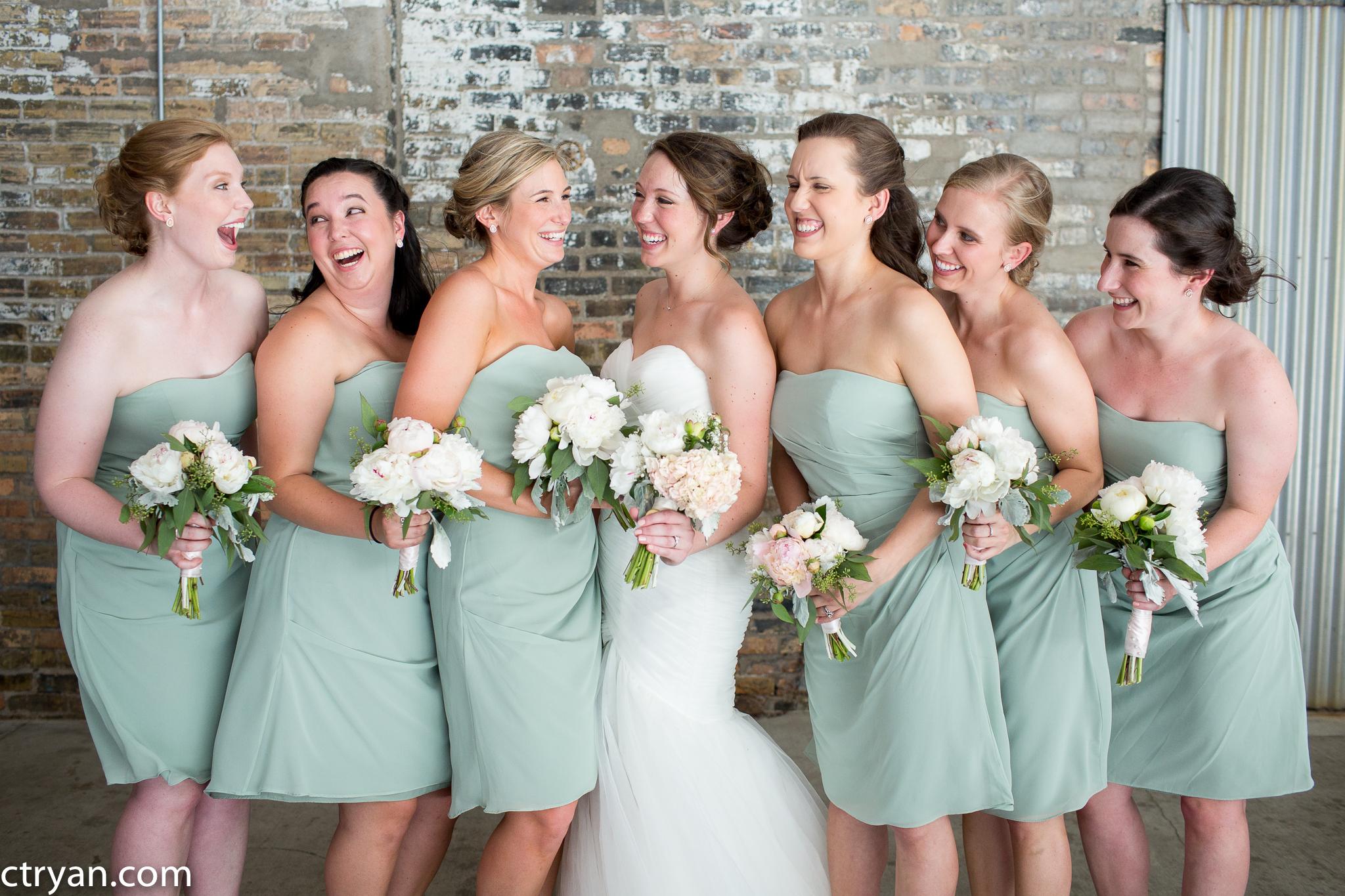 Acowsay_Minnesota_Wedding_Bridesmaids_4.jpg