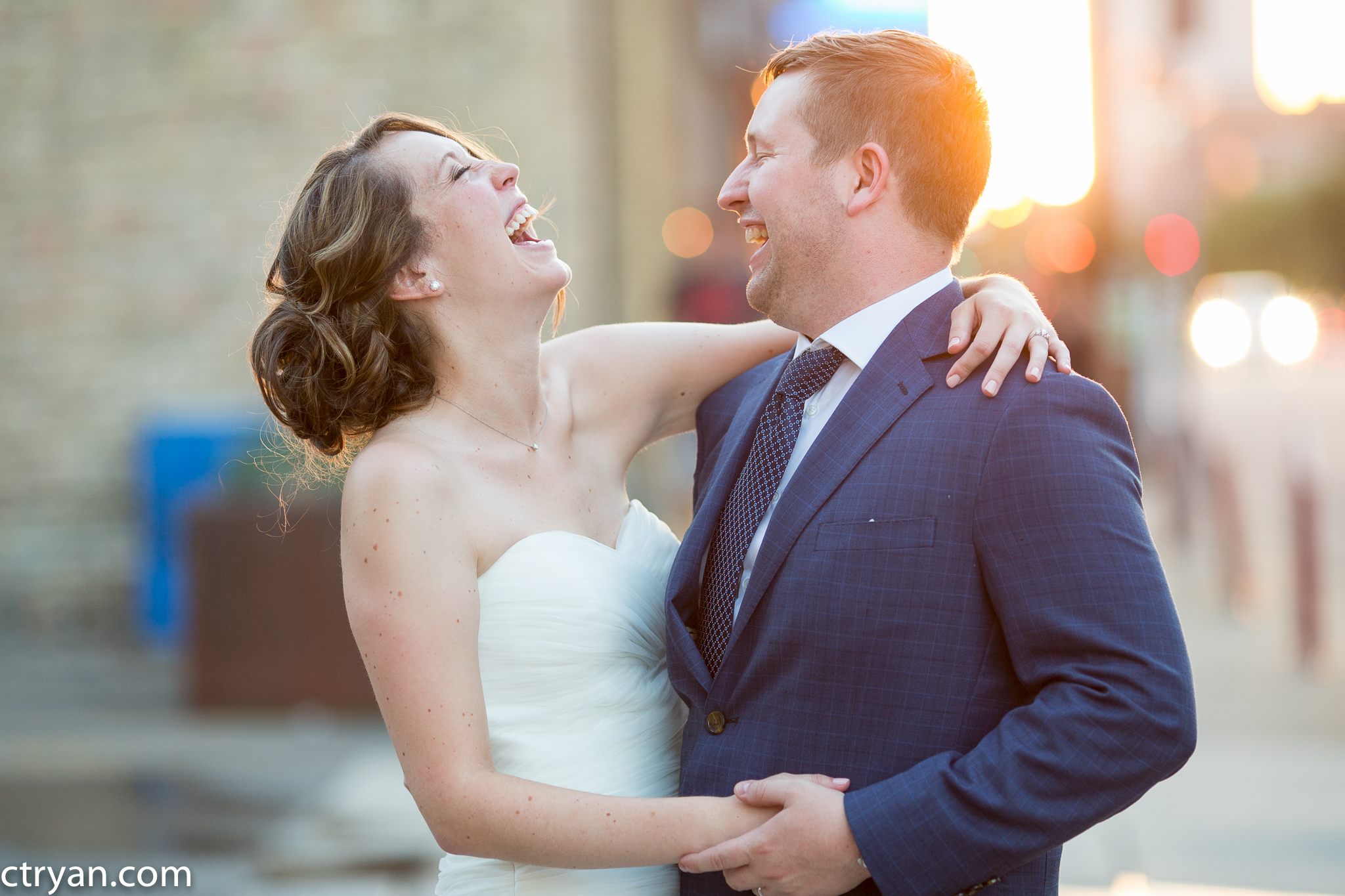 Acowsay_Minnesota_Wedding_Couple_Laughing.jpg