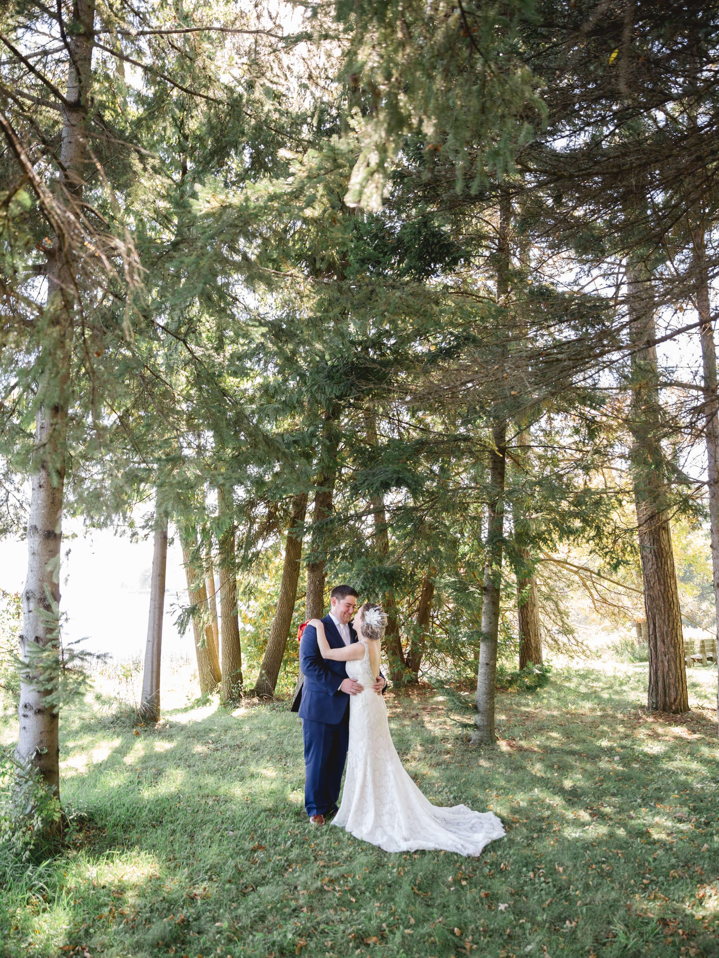 rochelle-louise-photography-acowsay-cinema-wisconsin-wedding-29.jpg