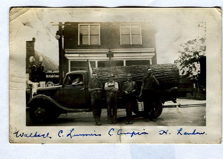 Boy Geo Lummiss, Wallace-Lummiss, C-Campion, H Landon, log to Norwood to make cheese boxes.--1940
