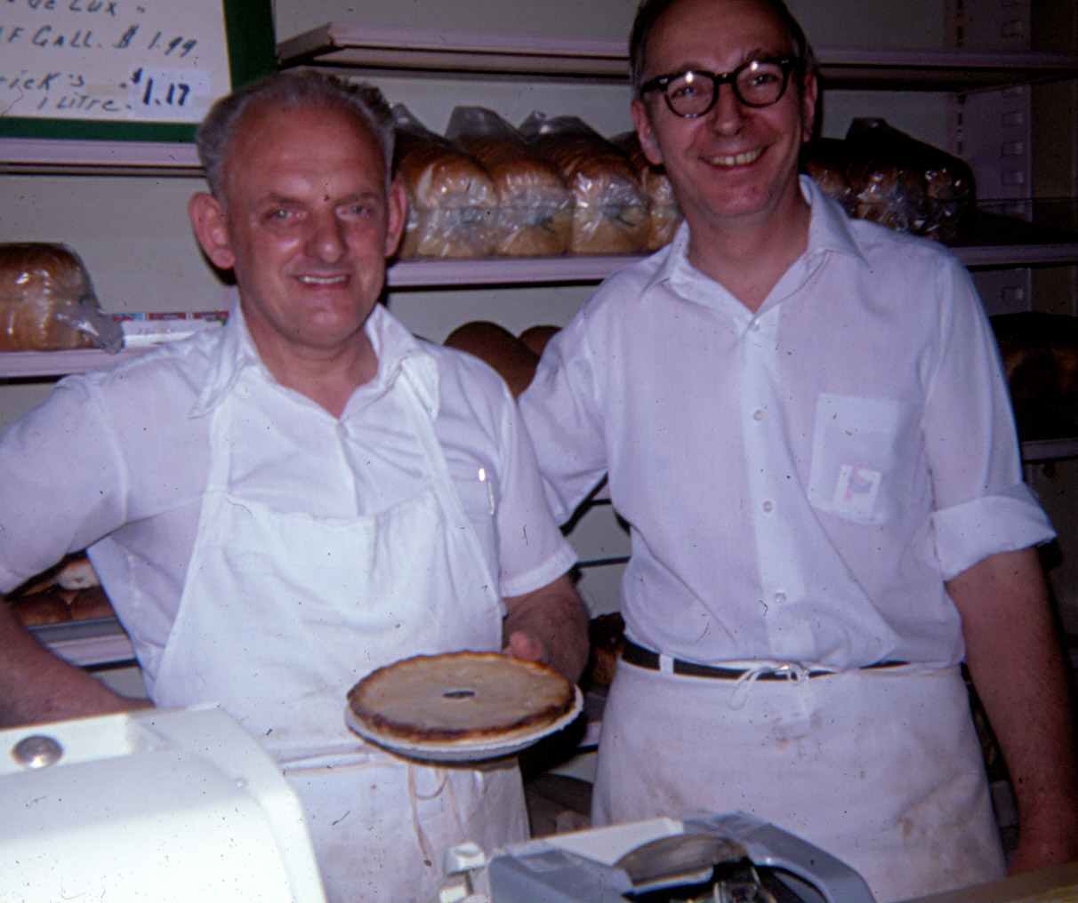 People,-1977,--Theo-and-Al-Fulford,--Bakers.jpg