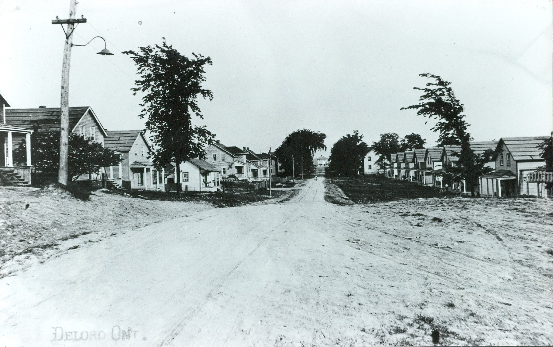 1948 O'Brien St. (looking south)