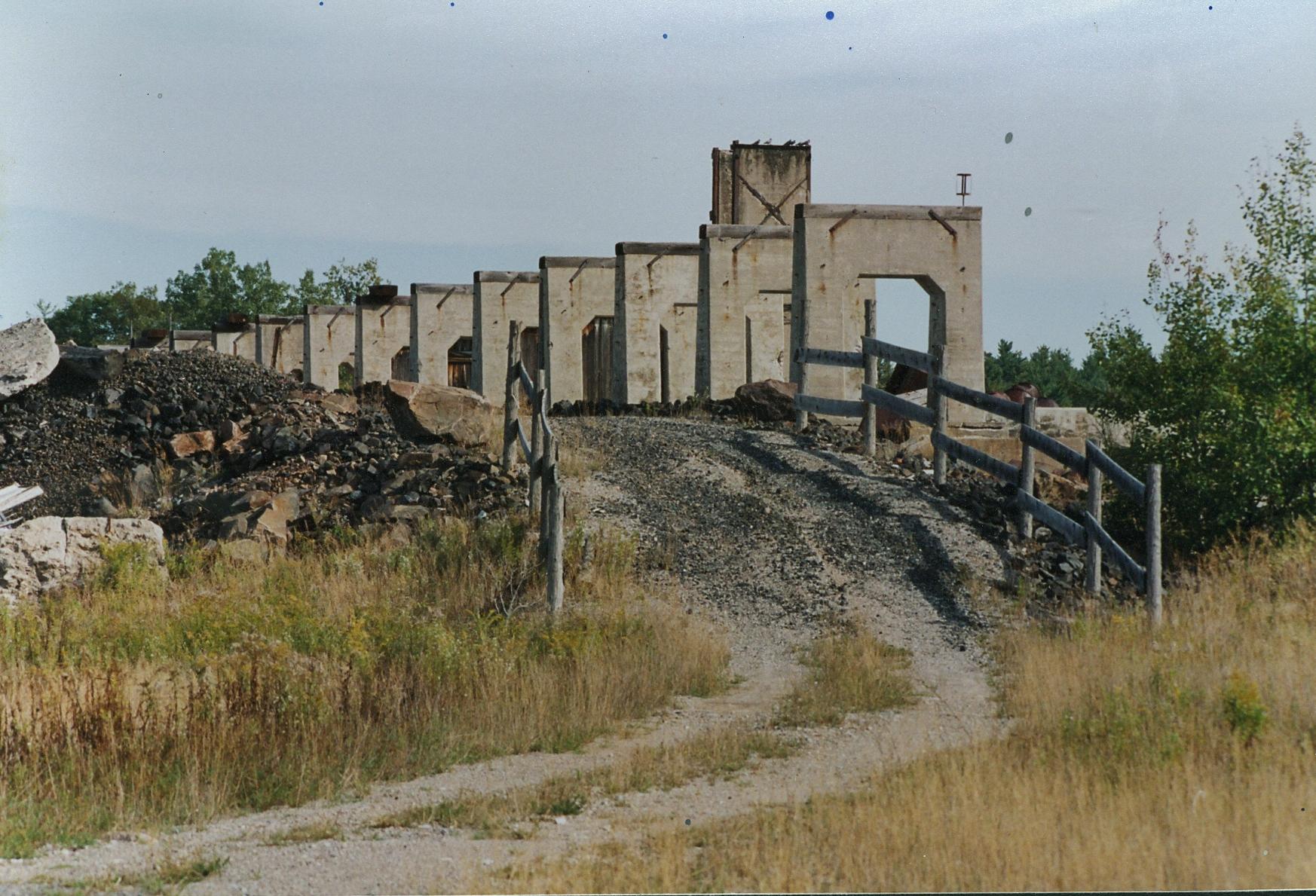 1990 abandonned elevated tracks