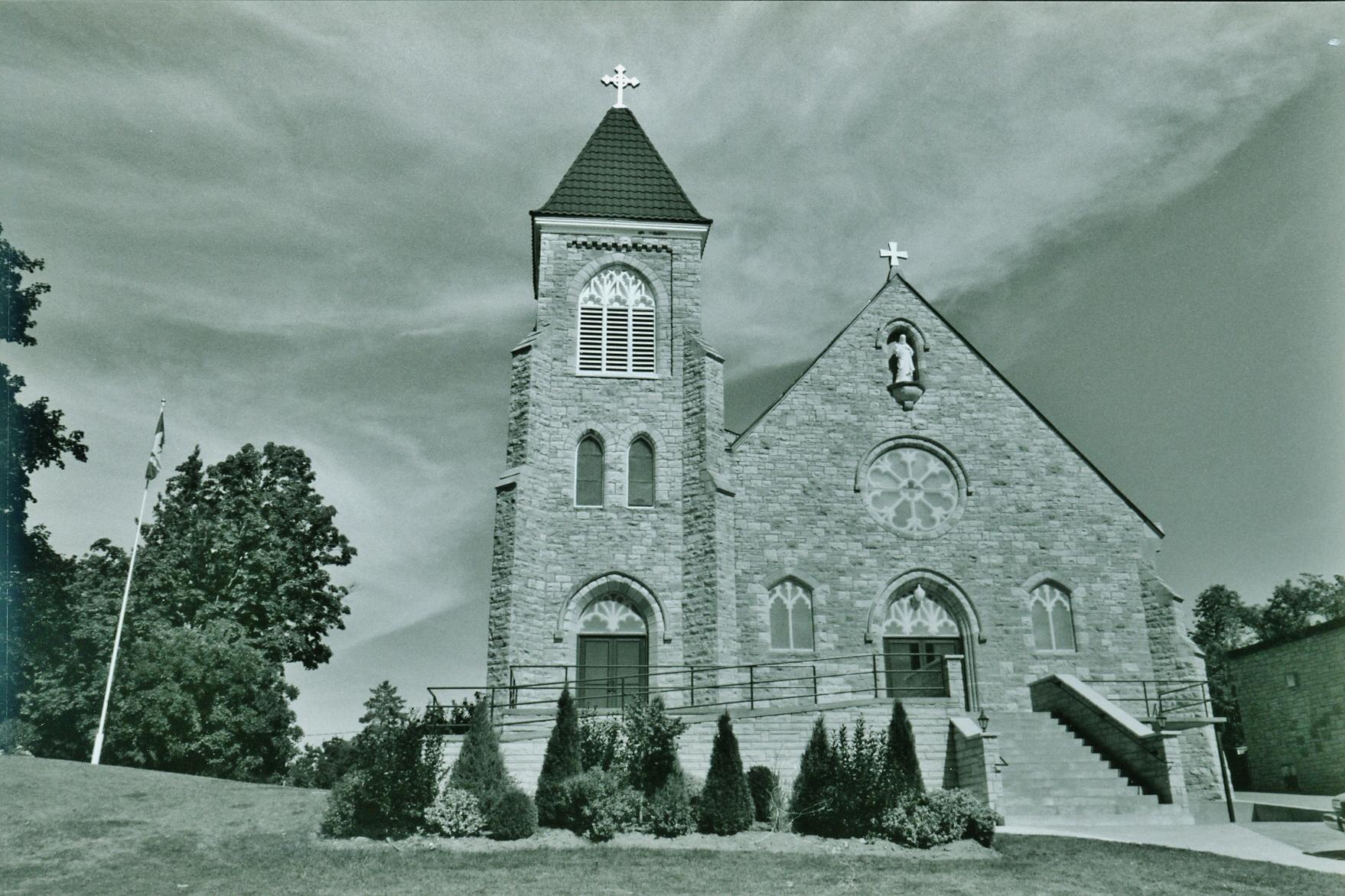 Sacred Heart Roman Catholic Church.jpg
