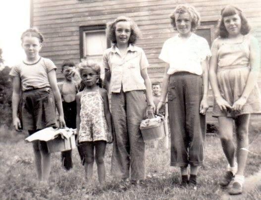 Nancy Ross, Judy Asselstine, Wilma McKinnon, Carol Hendershot, Janet Ross in front of McKinnon's house