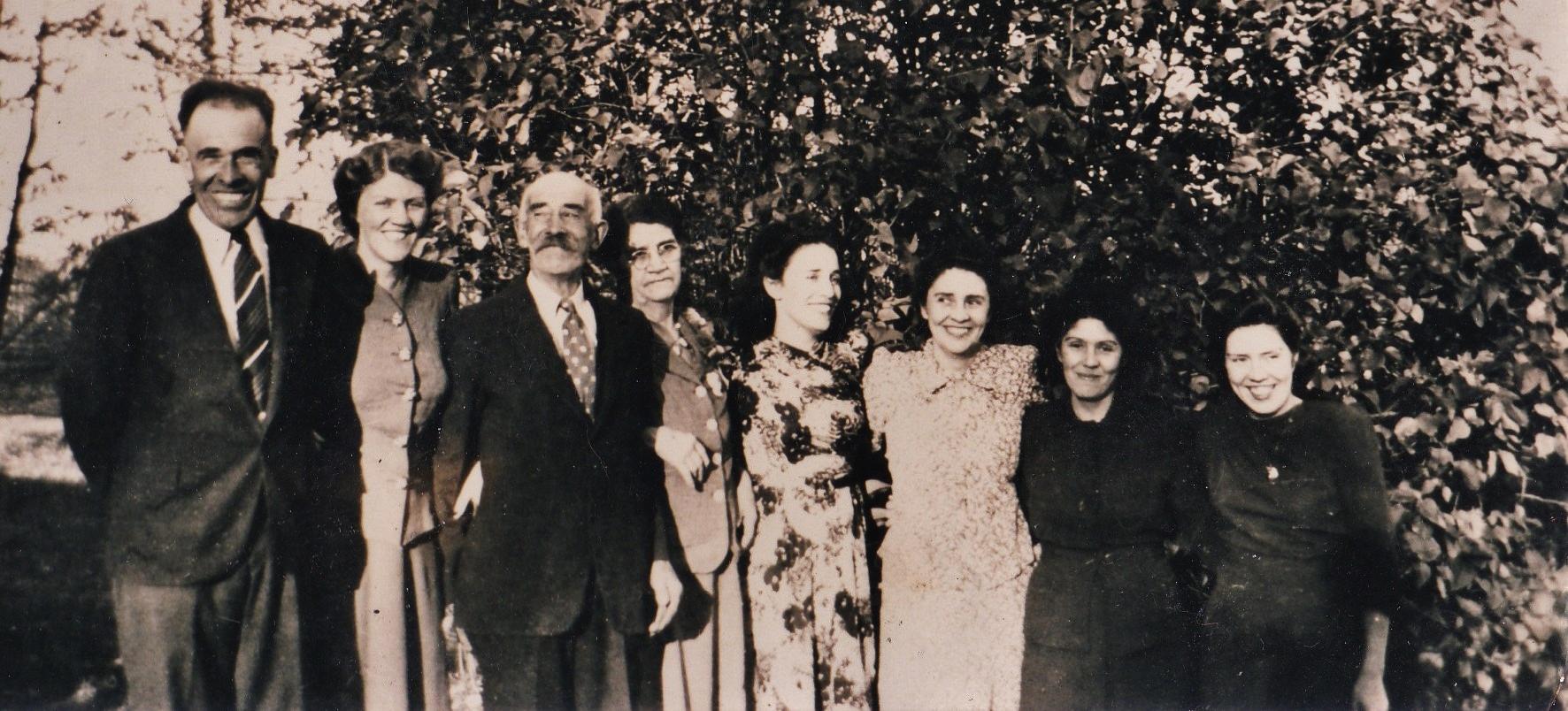 Milo VanVolkenburg, Mary Flintoff, Simon & Matilda Vanvolkenburg, Grace Reid, Reta Moore, Robena Ellis, Beatrice Wilson