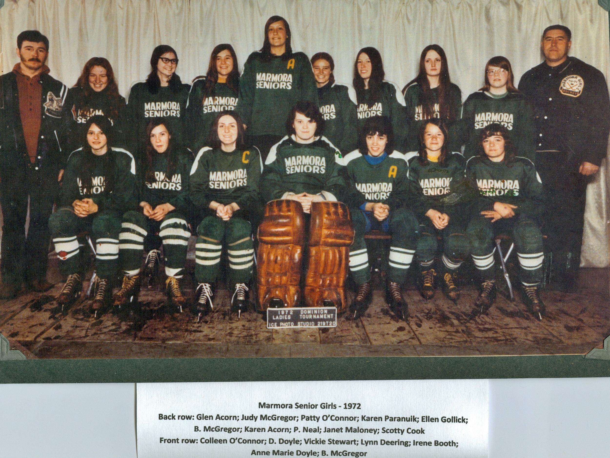 1972 Senior Girls Hockey.jpg