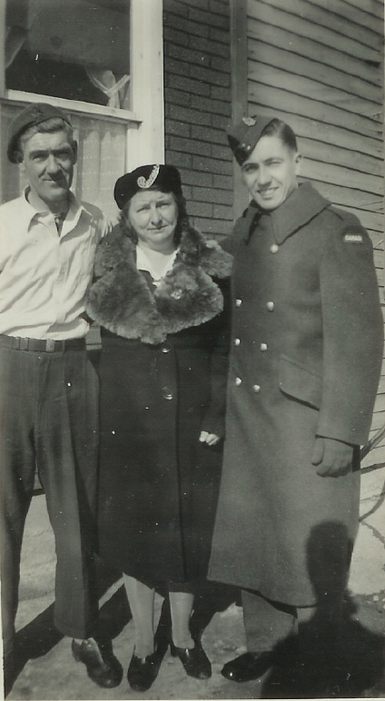 """1943 Norman, Esther, Bill Hipson"""" at 52 Victoria St."""