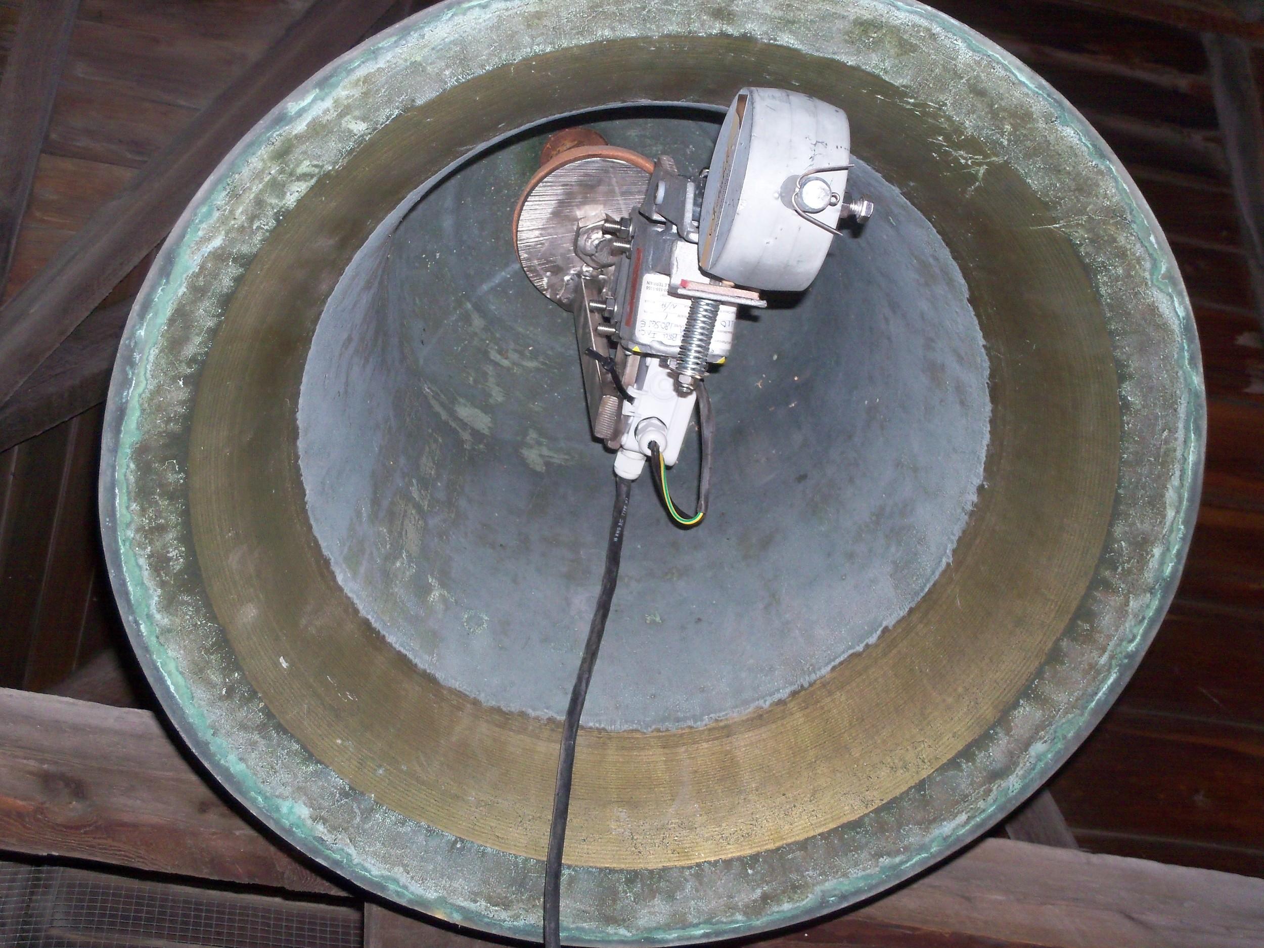 New gong inside bell
