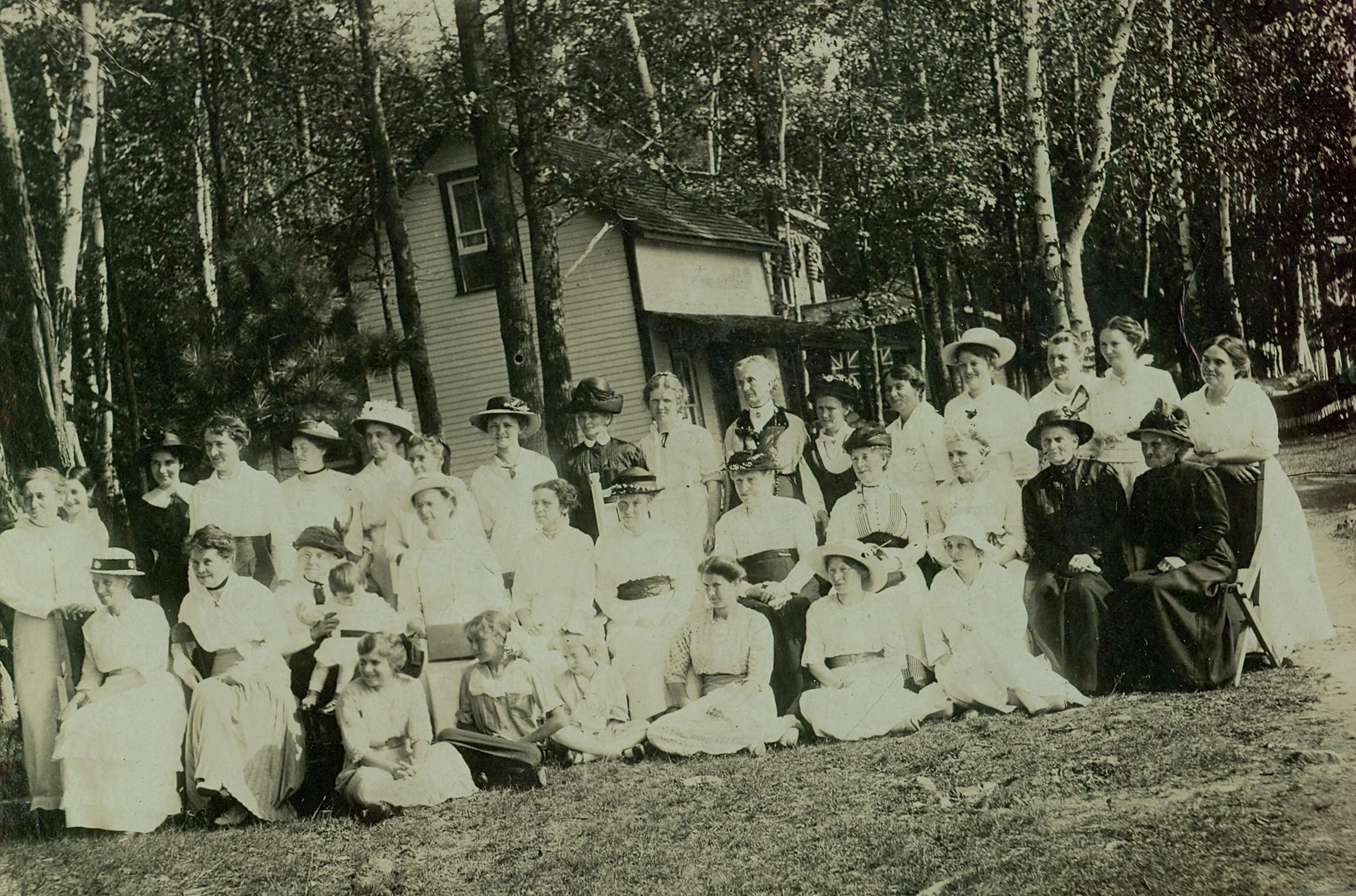 Women's Institute 1914at Wiggins Cottage