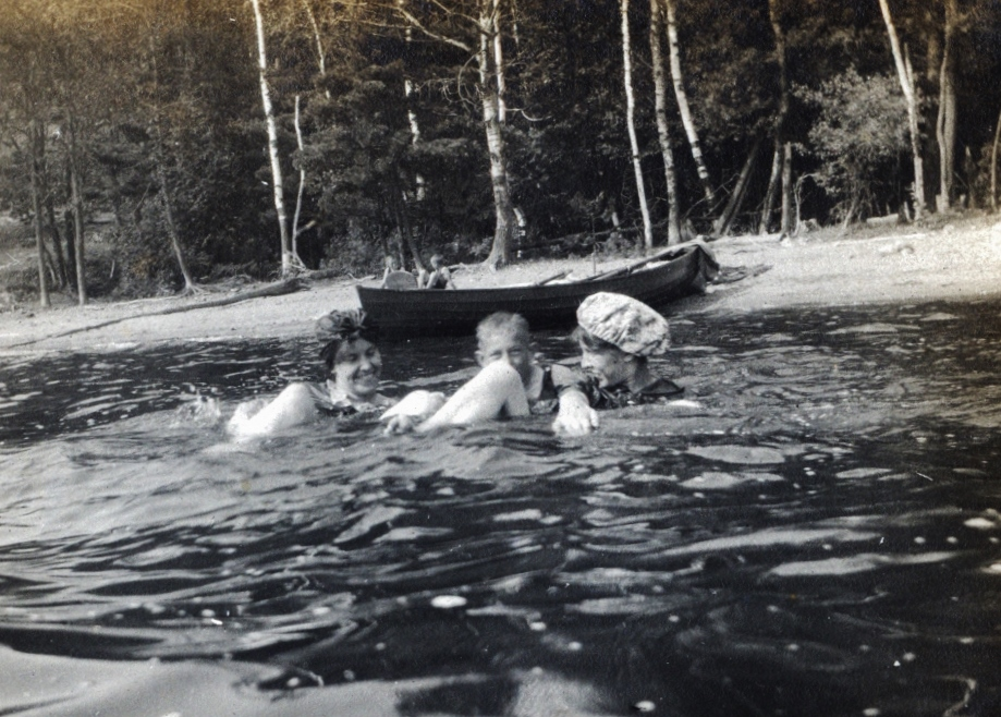 Crowe Lake,  Florence, Bob & Bob's Mother  Parker.jpg