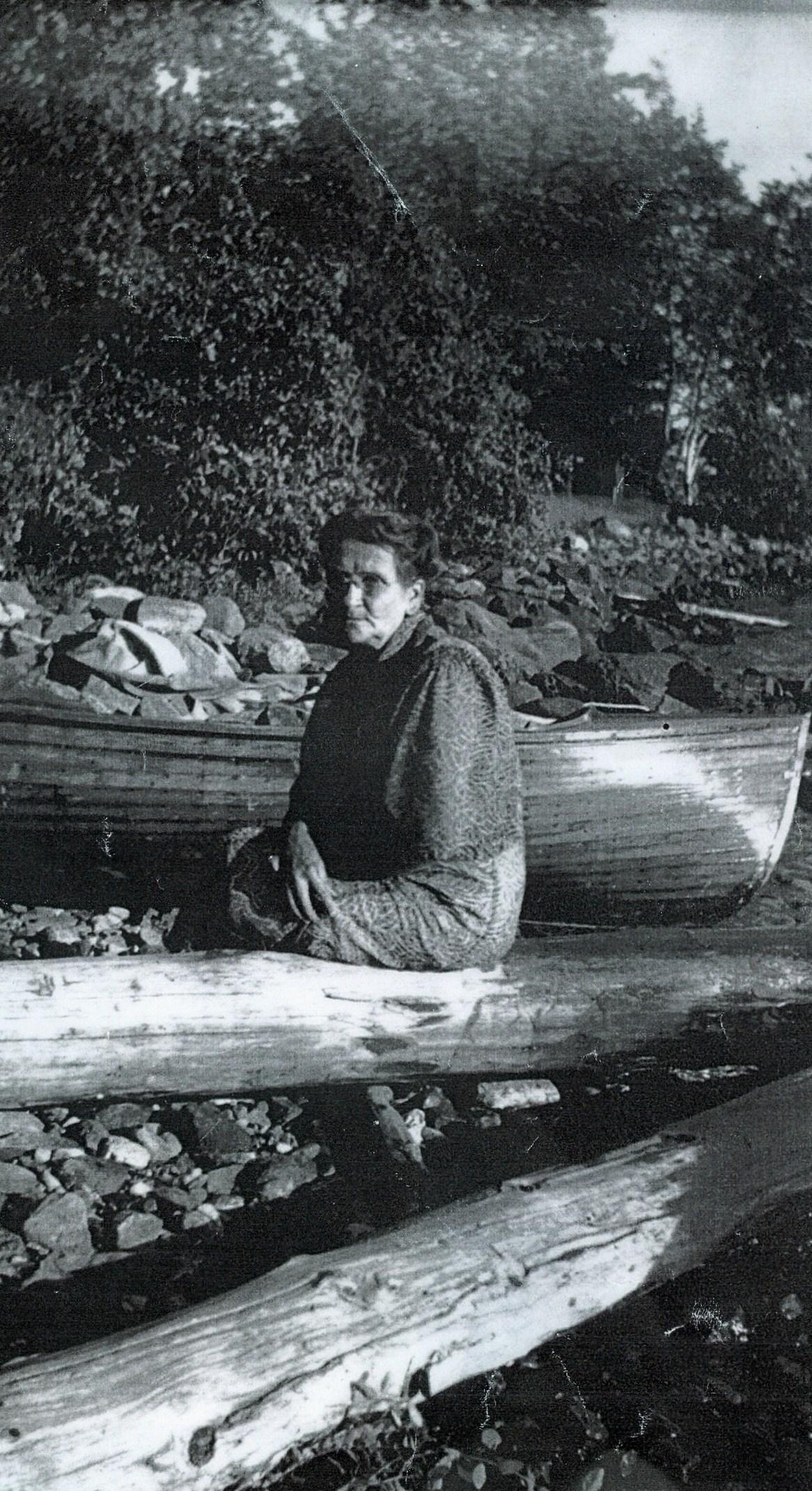 Elizabeth Gaffney, Bonter boat in background c.1936