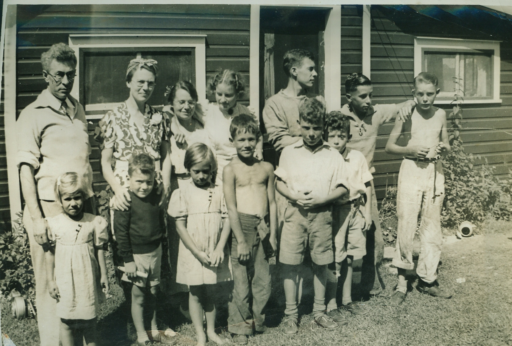 1938  Crowe Lake Barlow Family.jpg