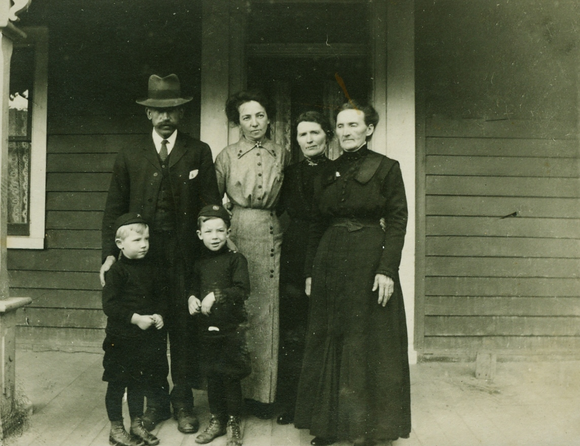 wM sANDERSON AND WIFE, cATHERINE bROWN,, TWO SONS, DOUGOLD AND mAGEE. (OTHER LADIES NOT NAMED)